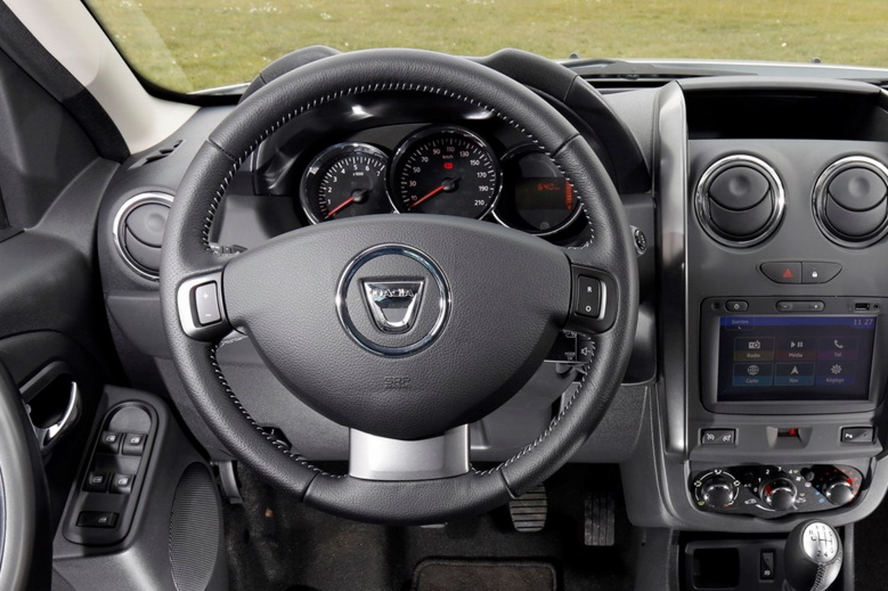 Volant Interieur Dacia Duster 2017 Une Photo Du Volant Du Futur Duster 2