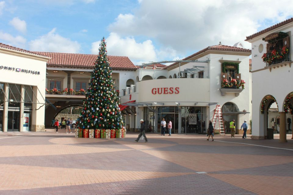 The outlets at San Clemente have opened to the public even while its still finishing construction. (Jordan Rangel/Lariat)