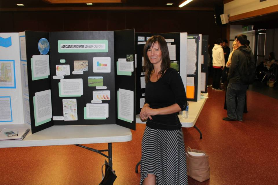 Gabriela Block presents the Agriculture and Water Usage in California poster made for the