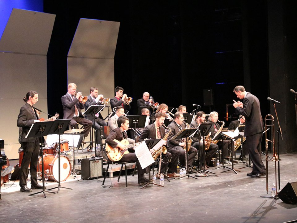 Prestigious trombonist John Fedchock vibes with Saddleback students during Jazz Day 2016. (Matthew Kirkland/ Lariat)