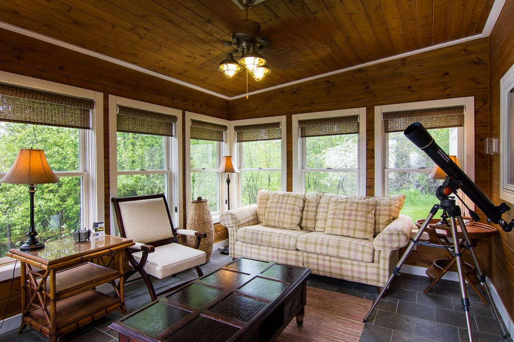 Theater With Sofa Seats 2 Br Cottage In The Woods - Larsmont Cottages - North