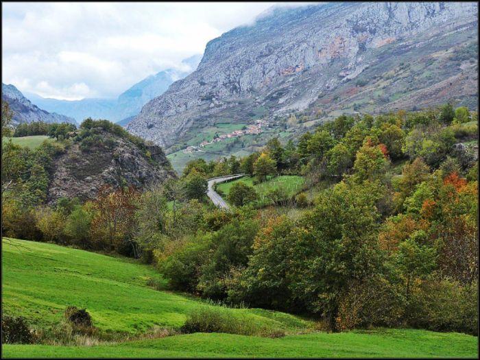 Subida a la parte alta del antiguo concejo de El Privilegio, donde se encuentra Montegrande