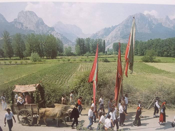 Valle de Riaño. Fiesta de las comarcas leonesas. (Libro Riaño Vive)