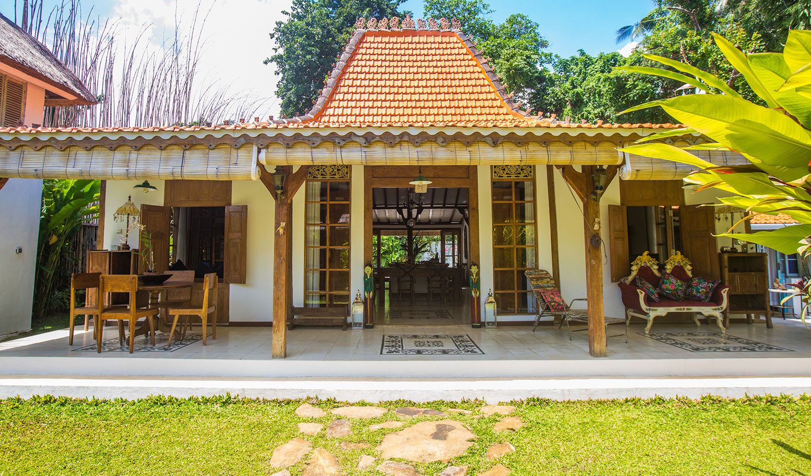 Interior Joglo Joglo Lata Lama Funky Wooden Bungalow Accommodation In North Bali