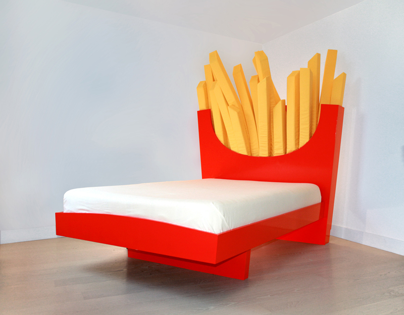 Bett King Size Supersize Bed, A Bed With A Headboard Shaped Like A Carton