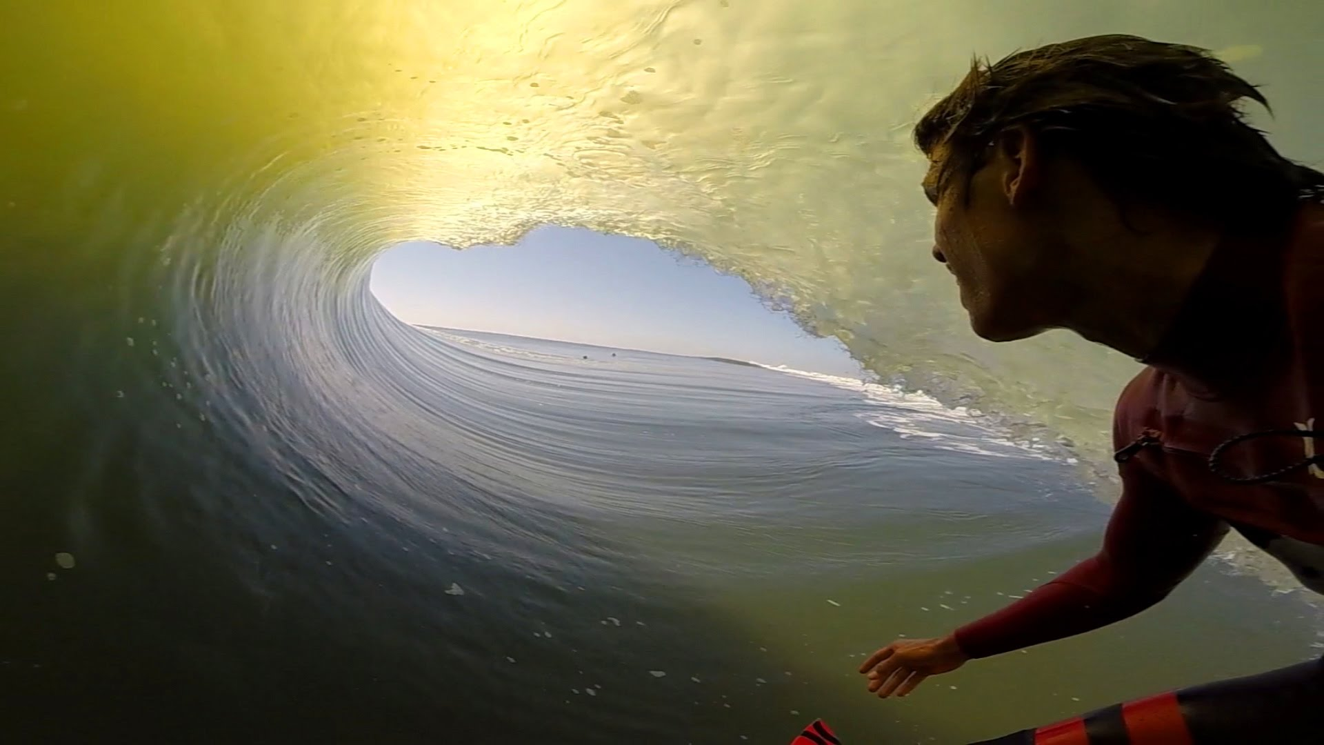 3d Free Wallpaper And Screensavers First Person Gopro Video Of A Surfer S Long Ride Inside