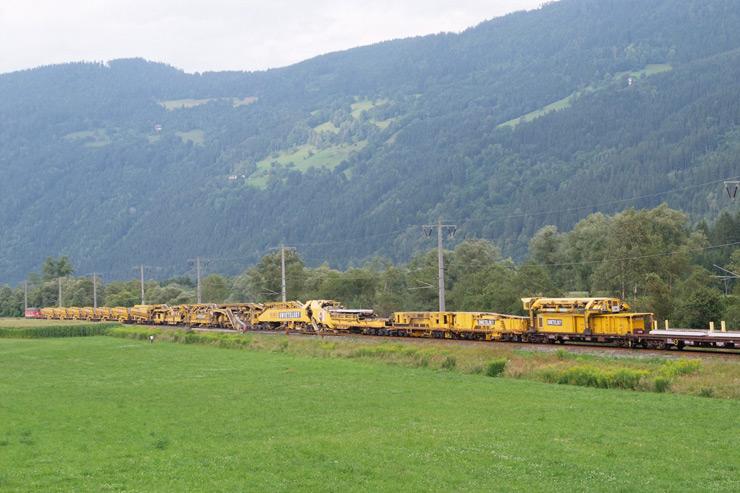 RU 800 S Giant Railroad Track Renewal Machine