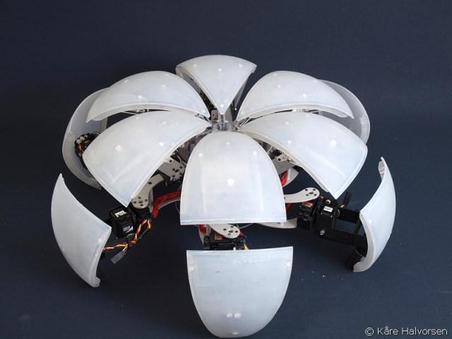 MorpHex transforming hexapod robot by Kare Halvorsen