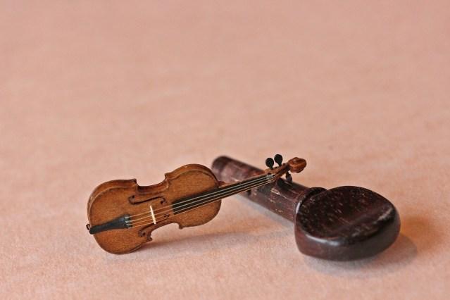Miniature violin by David Edwards