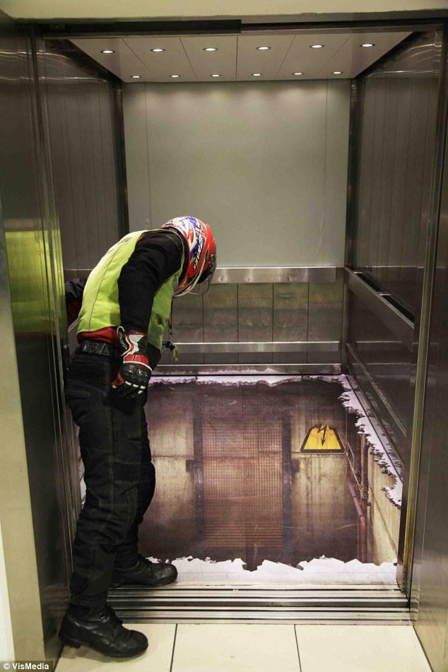 False elevator floor illusion