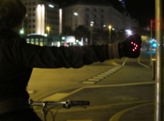 Night Biking Glove with LED turn signals by Irene Posch