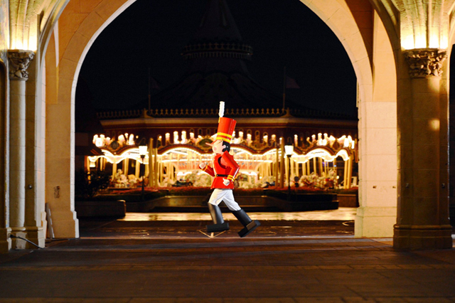 Disney Toy Soldier: Holidays - Mickey's Very Merry Christmas Party