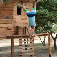 Till macht mazoezi beim Baumhaus