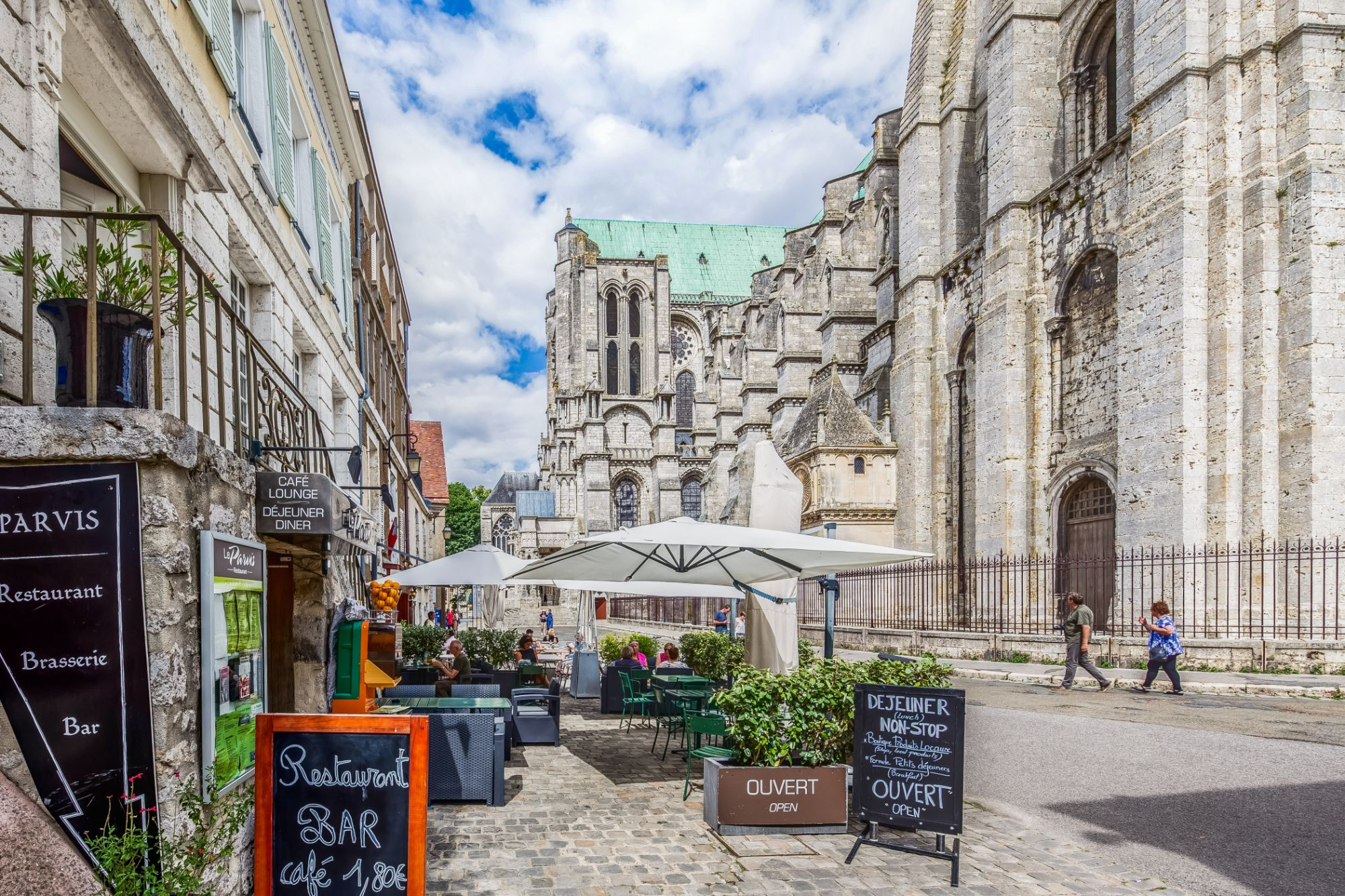 Pavé De Rue Chartres Le Parvis In Chartres Access Contact And Booking Online
