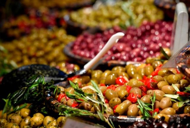 Food & Life 2016 Halle C3, Produktangebot Vorspeisen Oliven aus Frankreich Foto: Marcus Schlaf, 25.11.2016