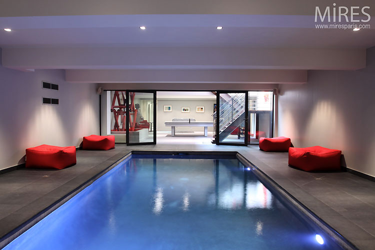 Meridienne Design Piscine Intérieure Contemporaine