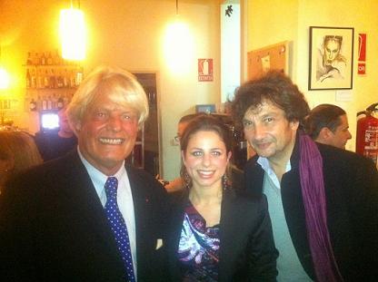 Lisa Cuomo, au centre, entourée de Bruno Delaye, ambassadeur de France en Espagne à gauche et à droite Carlos Gomez le Rédacteur en Chef Culture du JDD