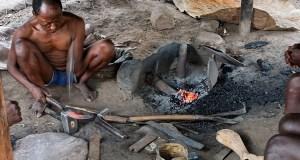 Village Ari et un forgeron installé à l'extérieur du village parce qu'il est une sorte de sorcier maître du feu. planzolles.be