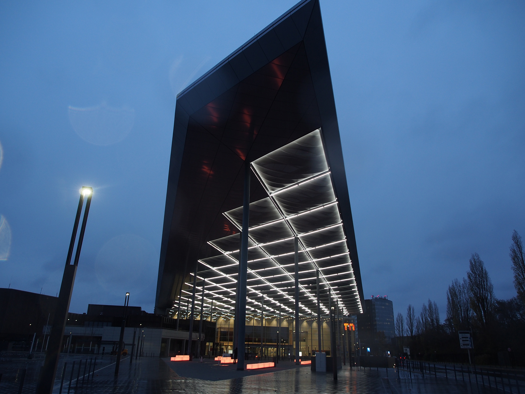 Messe Duesseldorf Roof Entrance South Led Linear
