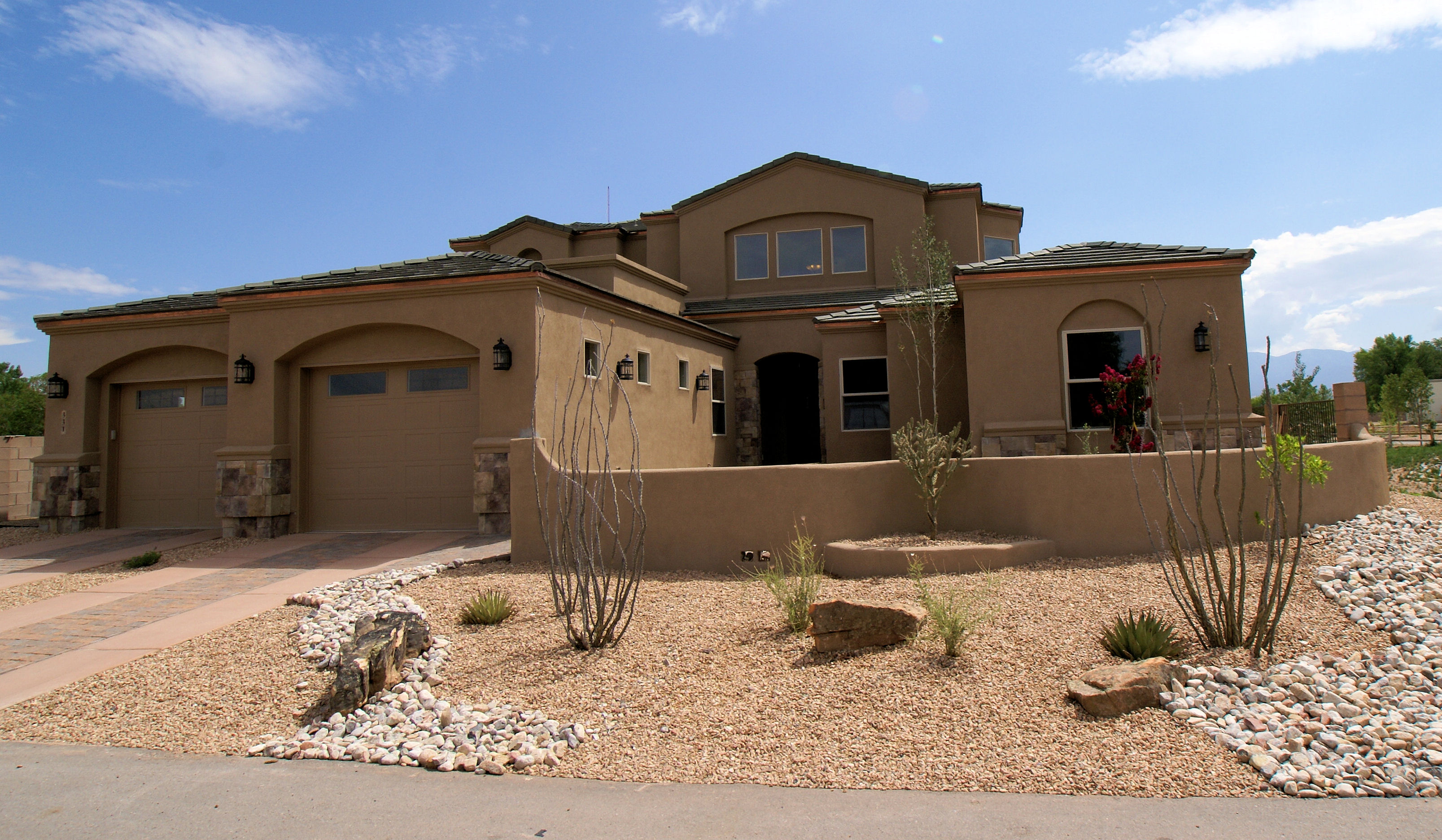 Los ranchos and north valley homes in the heart of for Modern homes albuquerque