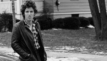 For 41 år siden ga Bruce Springsteen ut «Born To Run»-albumet. Nå har boka om hans liv fått samme navn. (Foto: CappelenDamm)