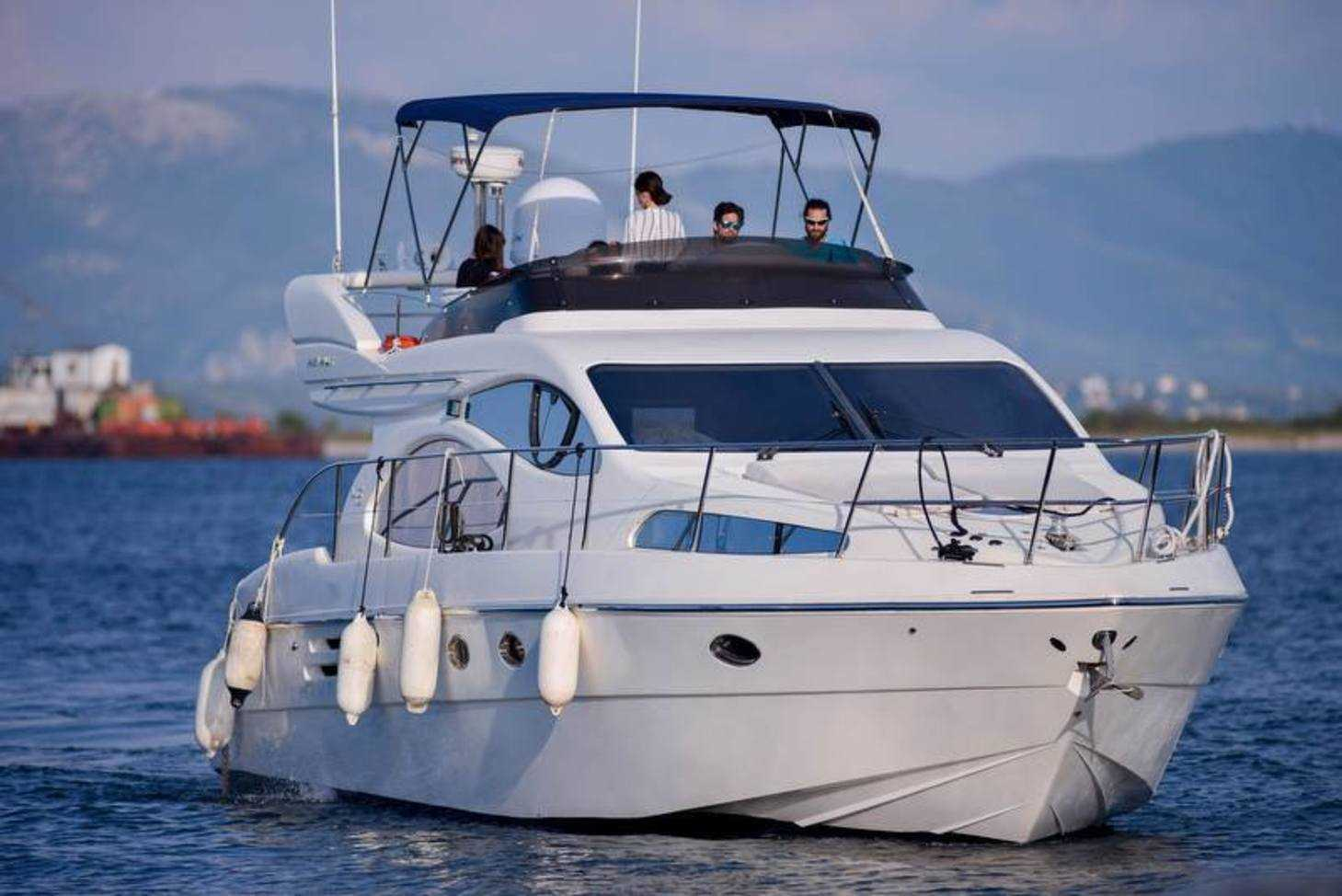 Yacht Badezimmer Offers Luxury Motor Yacht Available For Daily Charters In Ionian