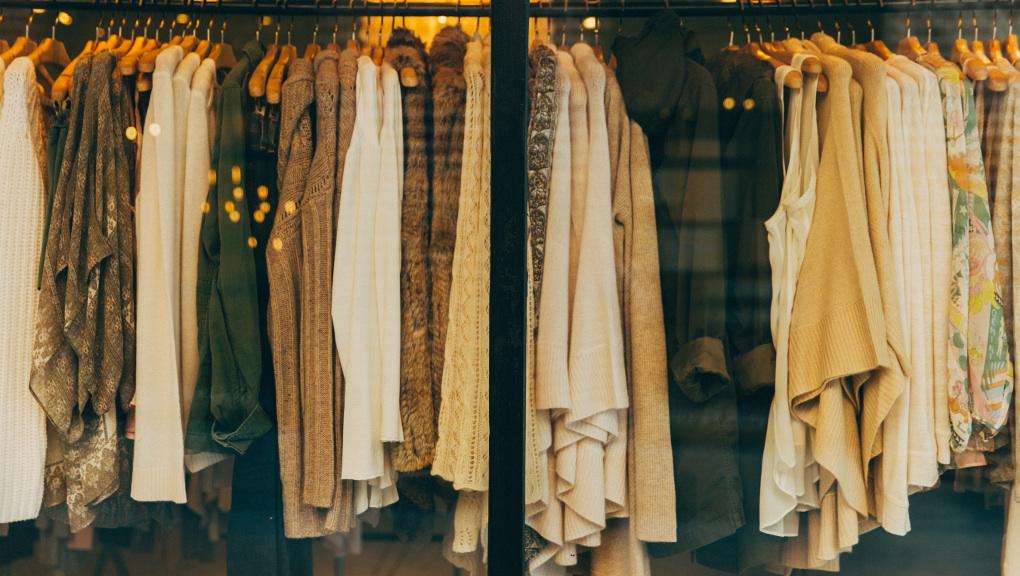 Lenka Seresova, who writes about fashion, style, beauty. http://leipglo.com