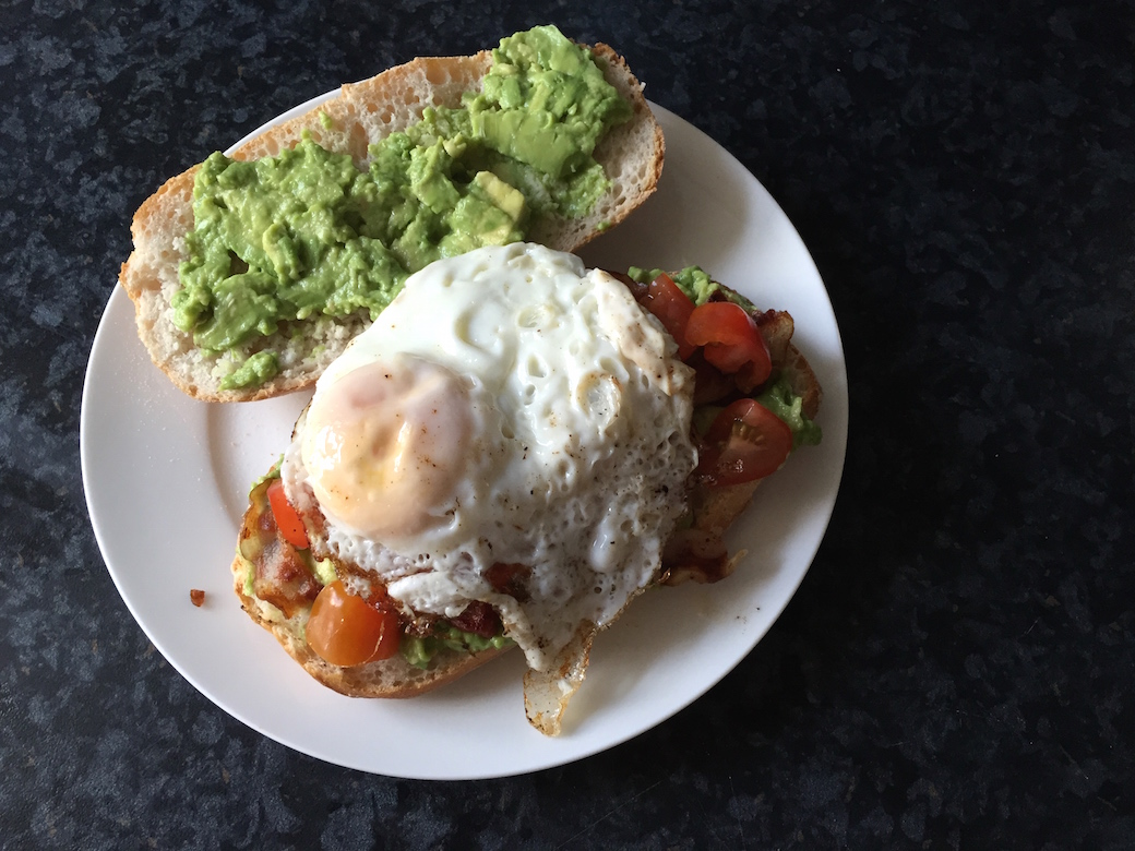 Broodje Avocado Ei Beta Broodje Bacon Ei Tomaat En Avocado Lekker Hapje