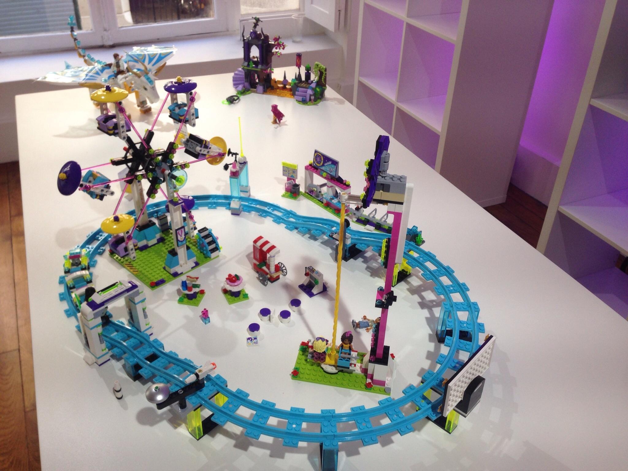 LEGO FRIENDS - LES MONTAGNES RUSSES DU PARC D'ATTRACTIONS - Référence : 41130 (environ 100 €)