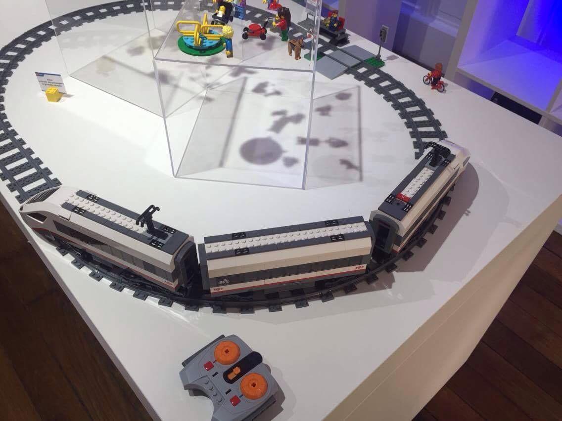 LEGO - LE TRAIN GRANDE VITESSE - Référence : 60051 (environ 130 €)