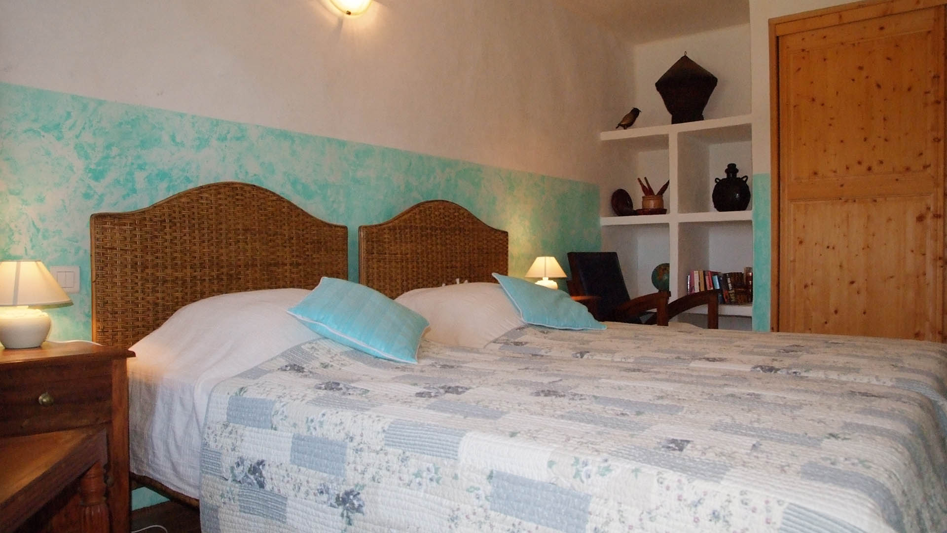 Chambre Deco Bleu Cottage Bed And Breakfast In Saint Rémy De Provence France Deco