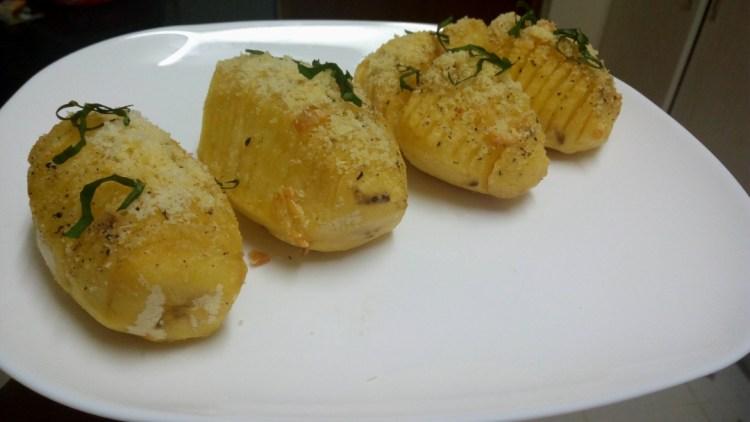 parmesan-garlic-hasselback-potatoes-leotunapika-6