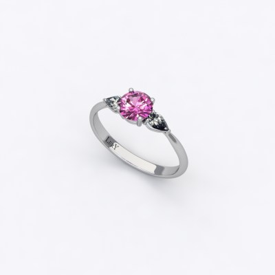 solitaire-sienna-saphir-rose-rond-0,50-carats-or-blanc-diamants-poires-0