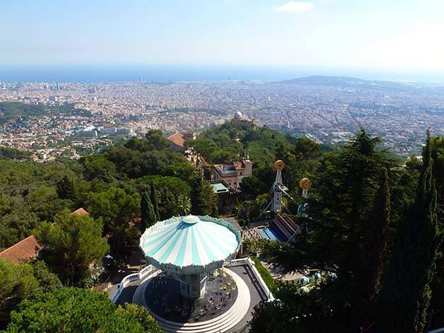 Terrasse Du Port Le Tibidabo, Un Parc D'attraction Dominant Tout Barcelone
