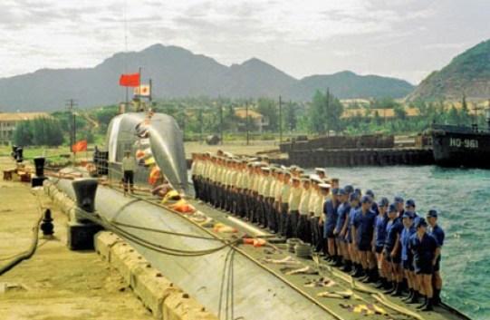 Sous-marin soviétique à Cam Ranh en 1982