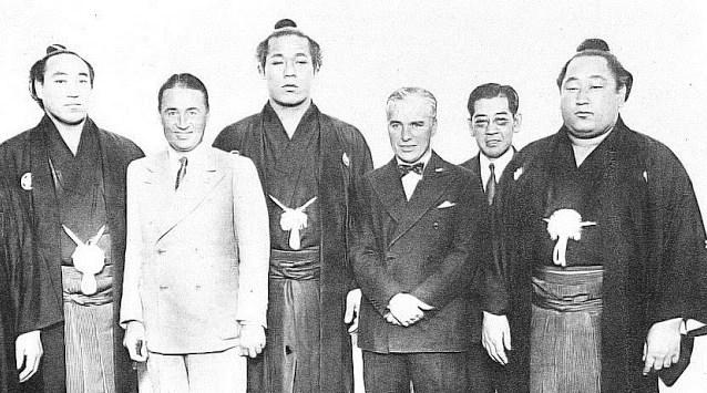 Visite de Chaplin au Japon (3ème à partir de la droite)
