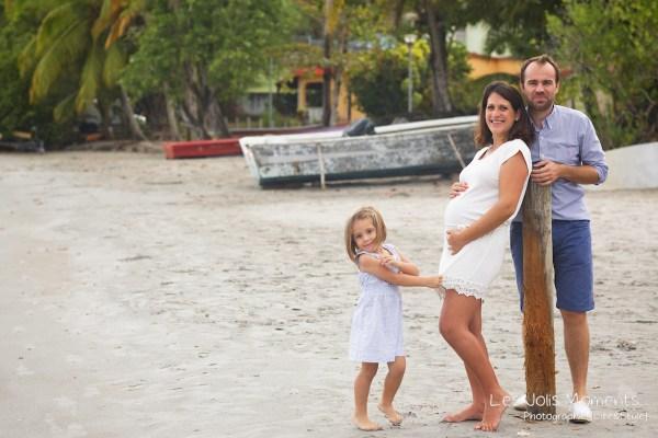 Seance grossesse en famille a la plage Martinique 7