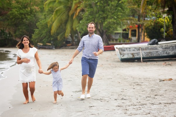 Seance grossesse en famille a la plage Martinique 9