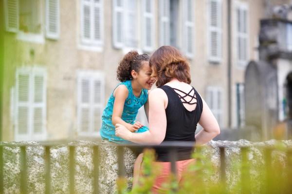 seance-photo-famille-dans-la-ville-de-pau-26