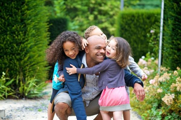 seance-photo-famille-dans-la-ville-de-pau-6