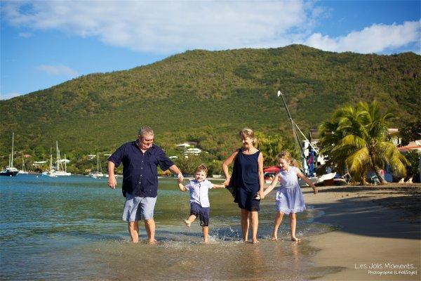 Seance grande famille sur la plage de Grande Anse 15