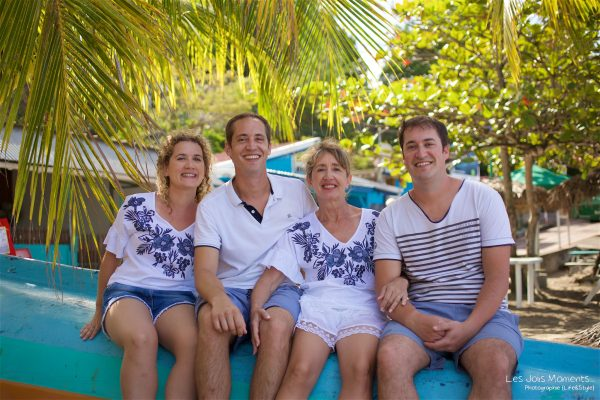 Seance grande famille sur la plage de Grande Anse 24
