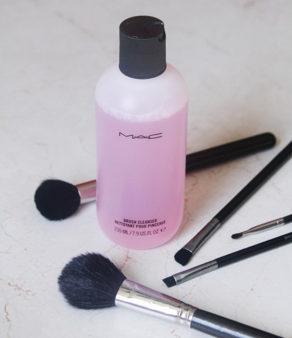 IMG 8038 580x671 MAC Brush Cleanser Review