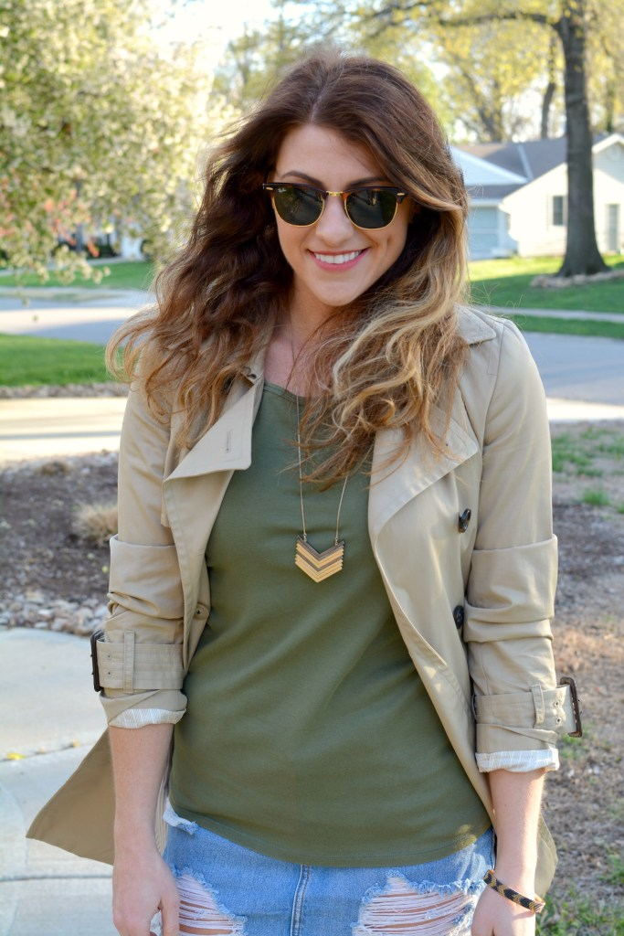 Ashley from LSR in a classic trench coat and a Madewell necklace