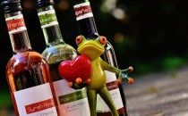 Even reptiles love wine.