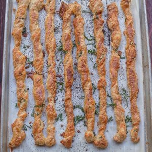 Cheese and Basil Puff Pastry Twists + MASTERCHEF JUNIOR Giveaway