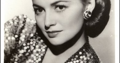 Olivia-de-Havilland-classic-movies-13887372-1059-1600-677x1024.jpg