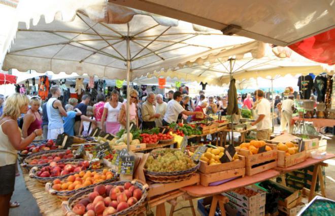 The Marché of Saint-Tropez....