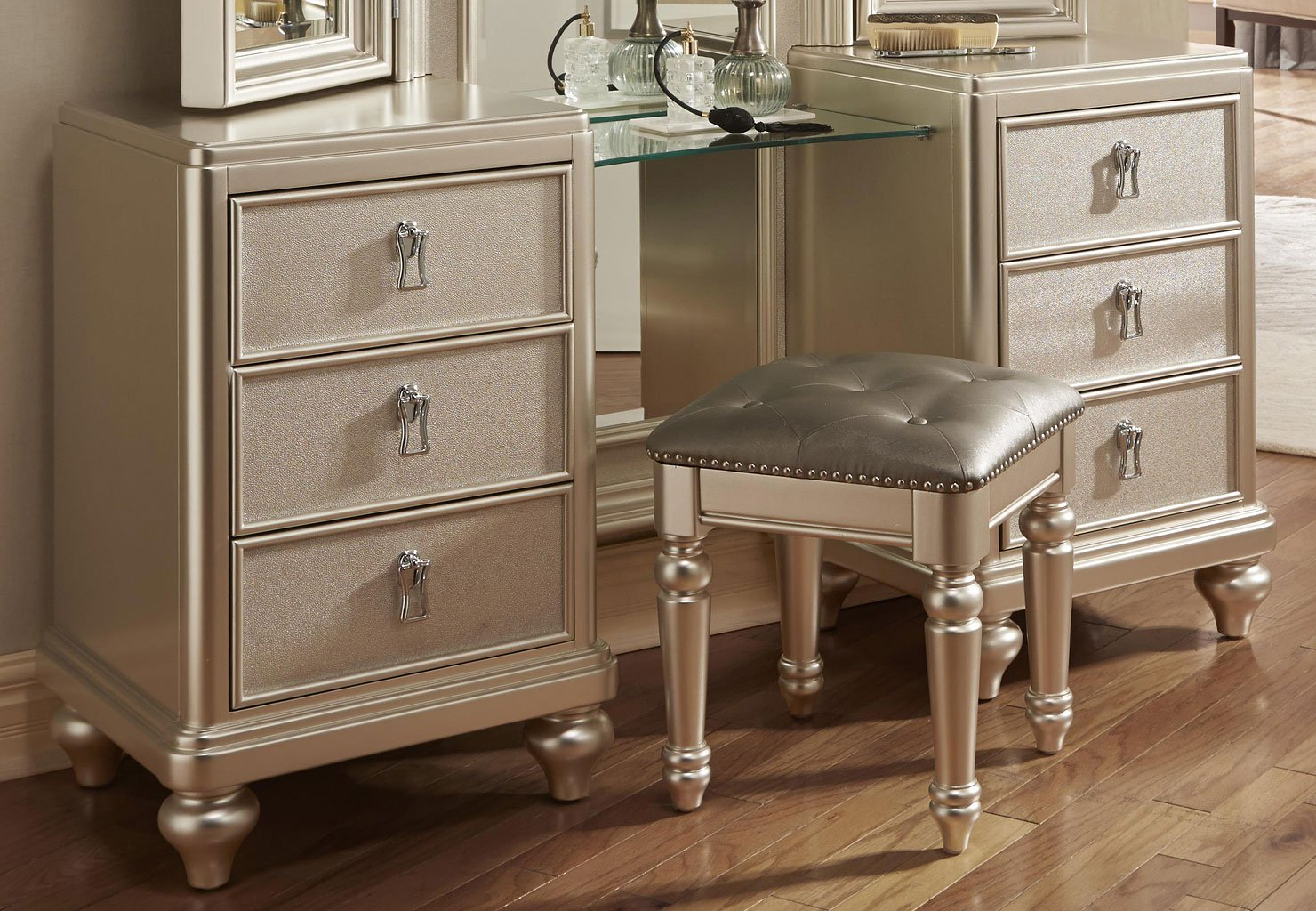 Bedroom Set With Vanity Diva Vanity Dresser W Stool Dressers Bedroom