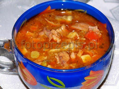 Pyszny, sycący gulasz wołowy ala Strogonow wolowina swiateczne srednie polska obiad jednogarnkowe europejska danie glowne  przepis foto